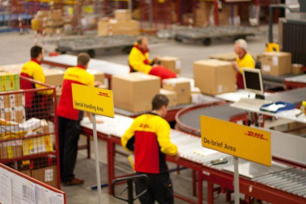 Mức giá chuyển phát nhanh đi Mỹ tại Bình Phước của DHL cực hấp dẫn