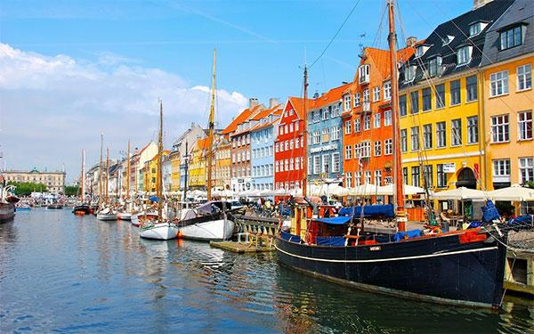Dịch vụ chuyển phát nhanh DHL đi Đan Mạch tại TPHCM 1